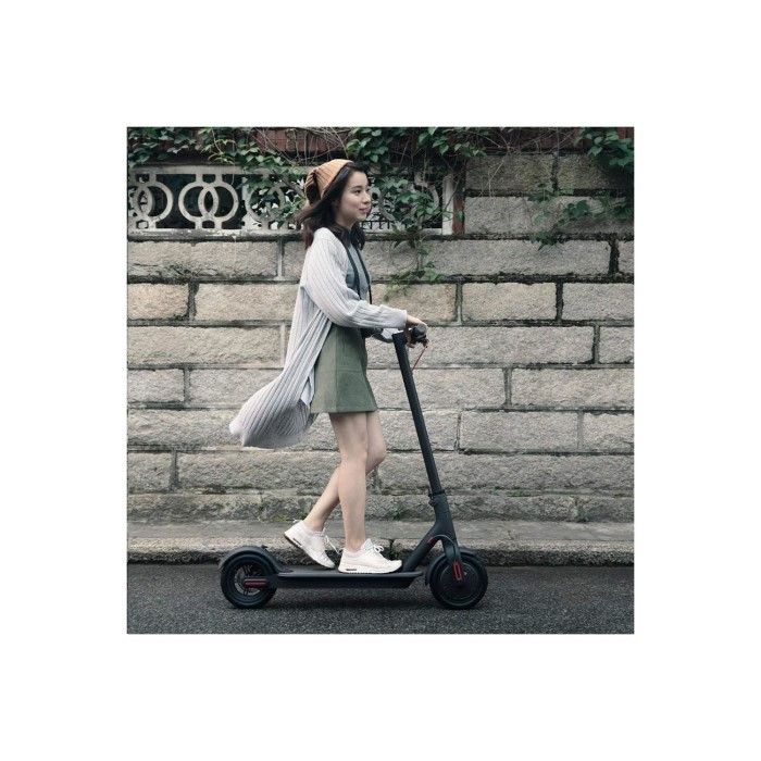 Xiaomi M365 Electric Scooter - Black - UK Edition