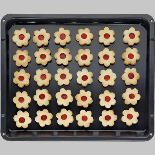 MaxiTray 20% larger than regular baking trays