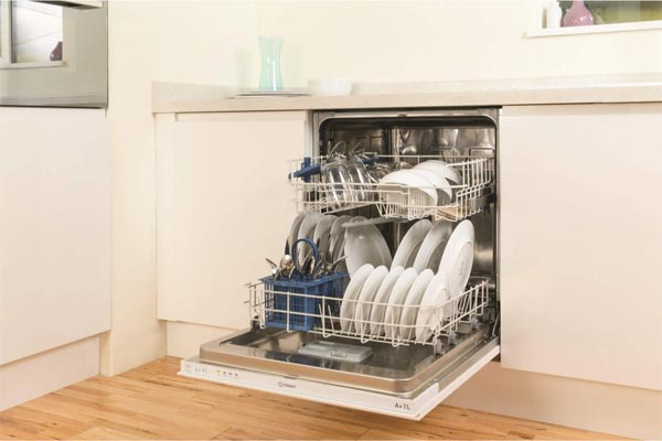 Indesit DIF04B1 integrated dishwasher